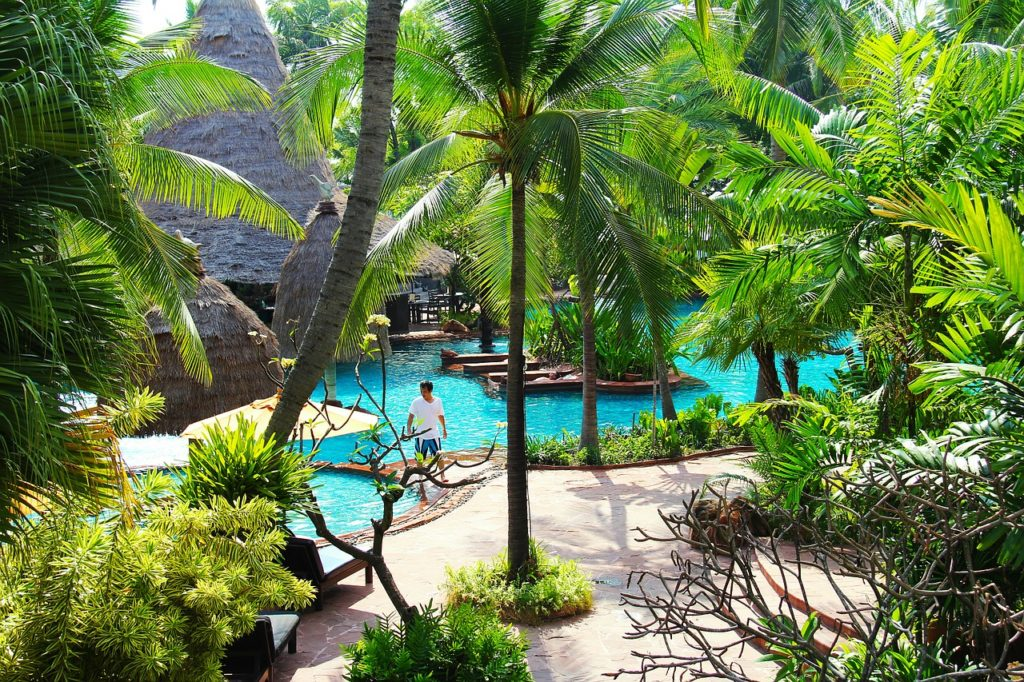 Huahine resort hotel beach swimming pool
